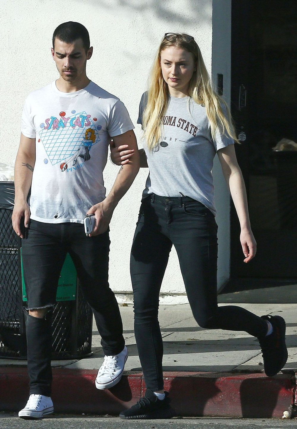 sophie-turner-out-with-joe-jonas-walking-up-and-down-ventura-blvd-in-la-4-2-2017-1.jpg