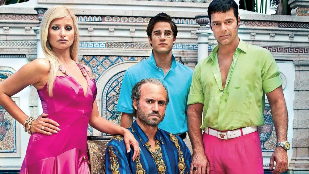 American Crime Story: The Assassination of Gianni Versace  Em sua 2ª temporada, a série conta a história sobre o assassinato e o assassino do estilista italiano Giani Versace. Com Penelope Cruz, Ricky Martin, Édgar Ramírez e o premiado Darren Criss no elenco, ela conta com um figurino impecável e um roteiro intenso.