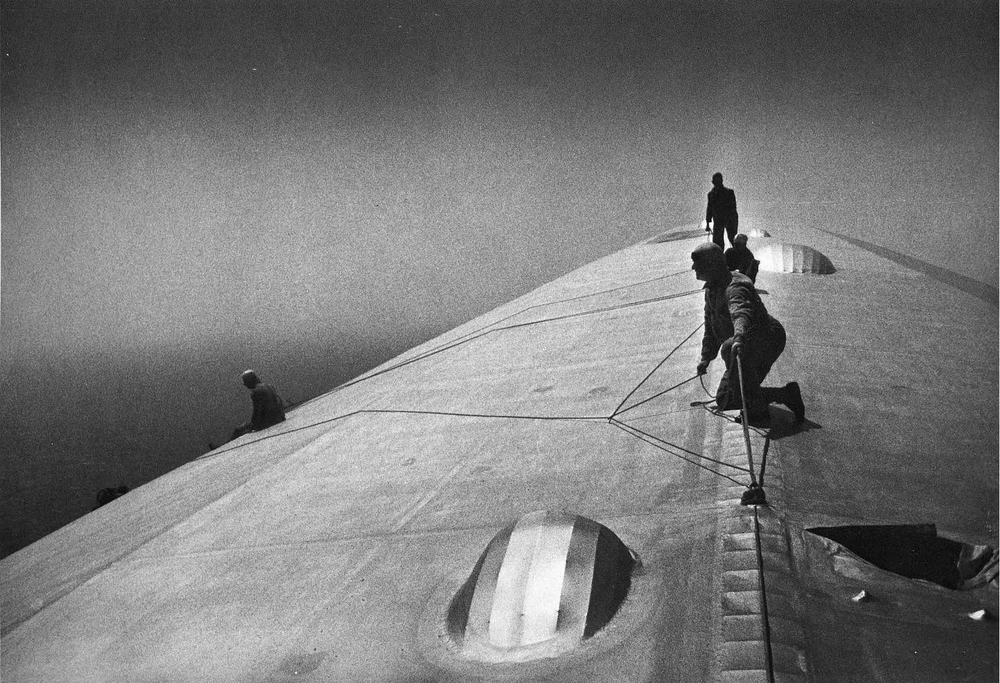 Crew repairing the Graf Zeppelin