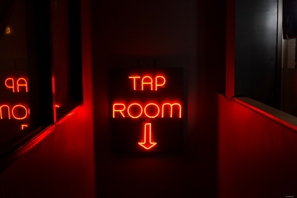 Tap Room | 35mm, f/1.8, ISO 500, 1/60