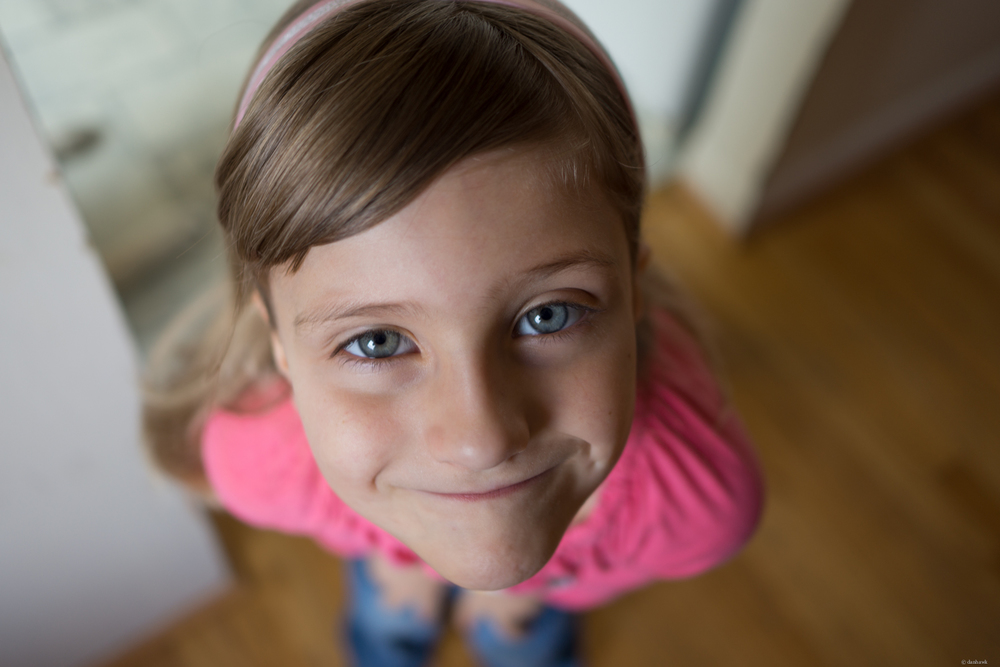 Blue Eyed Girl | 24mm, f/1.8, ISO 100, 1/40