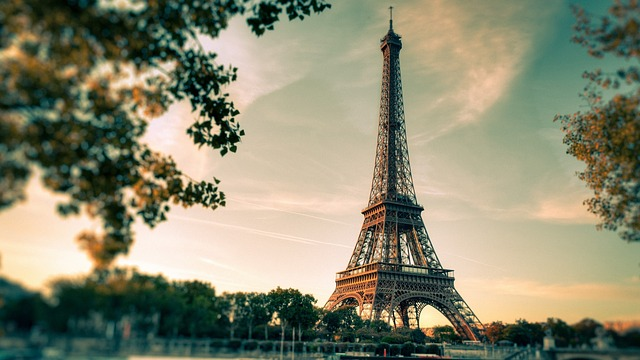 eiffel-tower-2810259_640.jpg