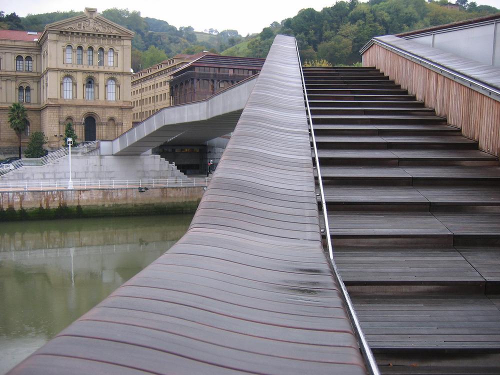 klik op de foto voor de link naar dezelfde foto op Flickr.com   Bilbao / Avenida Abandoibarra: voetgangsbrug