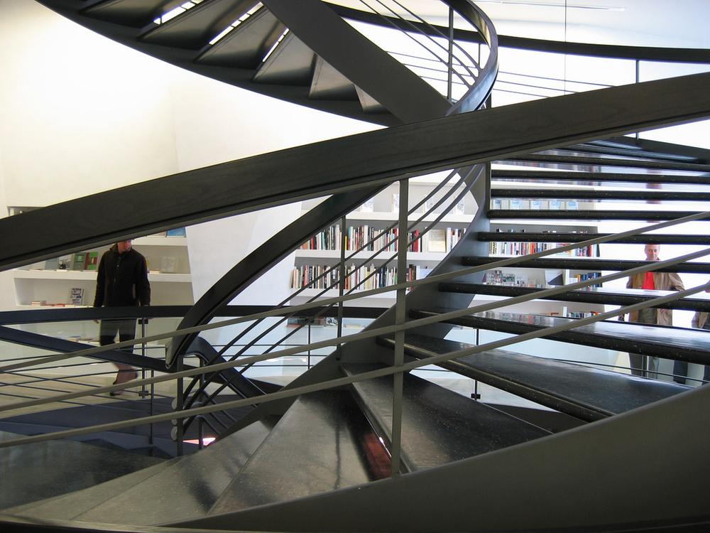 Herzog-Meuron-kunsthaustrap.jpg