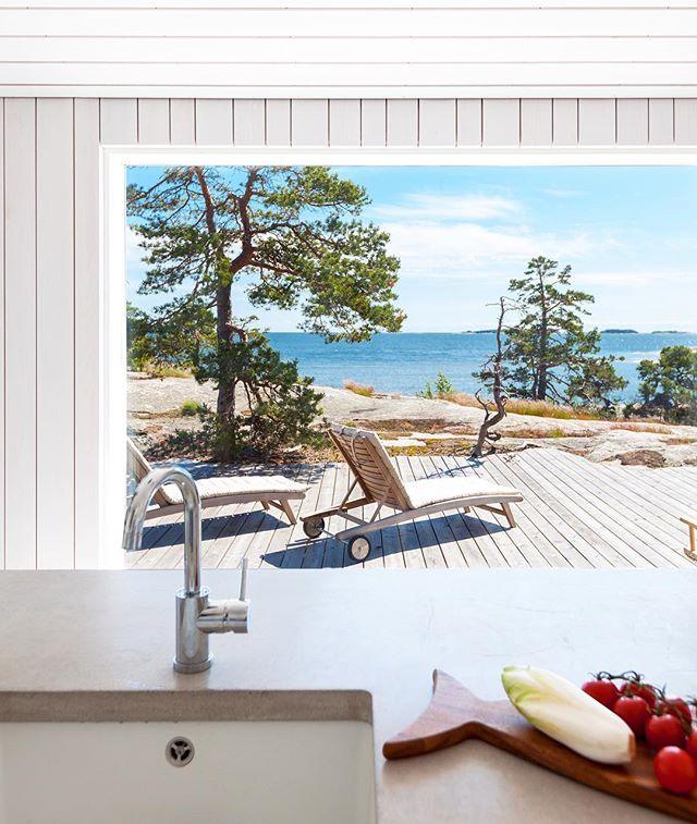 Jotain horisontissa. Upea vapaa-ajan asunto saaressa. Kohta blogissa! #sisustussuunnittelu #saaressa #koti #sisustus #sisustusinspiraatio #sisustusblogi #mikkoalapeijari #keittiö #keittiössä #näkymä #merinäköala #seaview #kitchen #kitchendesign #cooking #interiordesign #interiorphotography #interiorporn #design