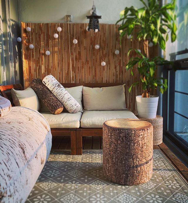 Laitetaan parveke tai terassi kuntoon pehmeällä puulla! 🌲Aidon puunnäköiset tyynyt ja istuimet -15% vielä huomisen. Katso lisää ➡️ www.bestore.fi 👍🏻#sisustusinspiraatio #puutapehmusteeksi #puu #merowings #bestoreonline #parveke #terassi #terassikalusteet #kalusteet #design #sisustus #kesä #partsi #terde #interiordesign #interior #wooden #woodfurnituredesign #wood #forest #mänty #jakkara #tukkityyny #koivu #sohva #palli #scandinavianstyle #forestinterior