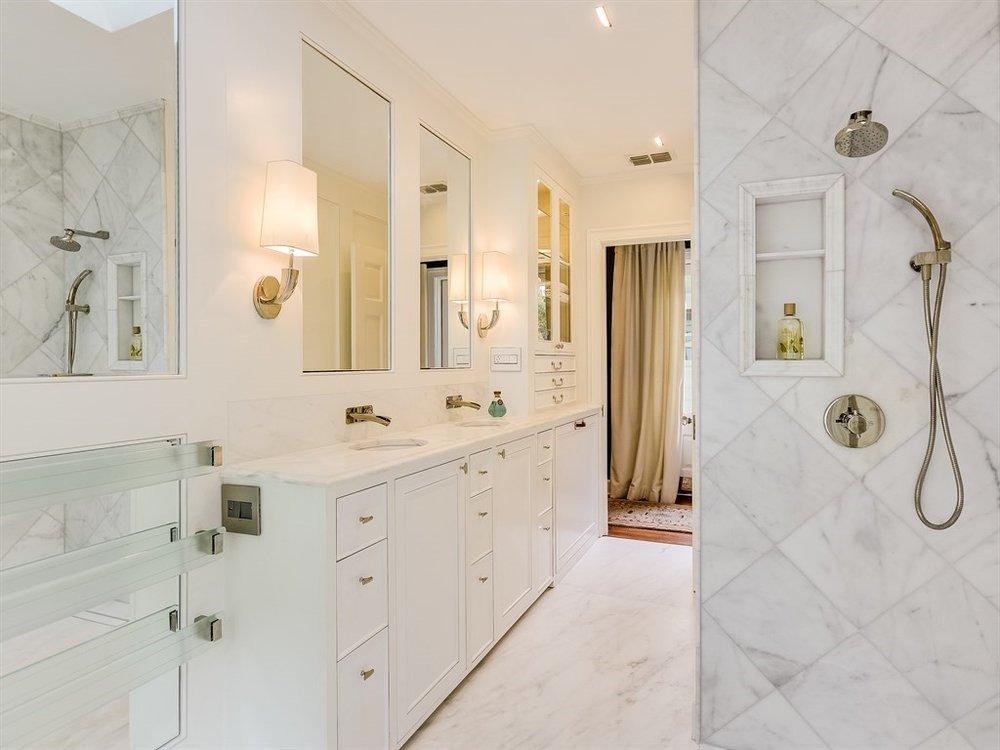 020_Bathroom Shower.jpg