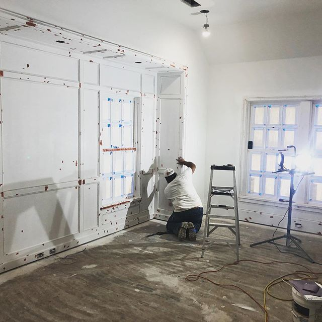 The red and white of painting. In the middle of primer coats on our Longmont project. Preparation is what separates a great paint job from a good paint job. PM: @sbushek Architect: @paulnbrowarchitect Designer: @lucaseilersdesign . . . #apbuilders #finehomebuilding #houstonbuilder #painterslife #keepcraftalive
