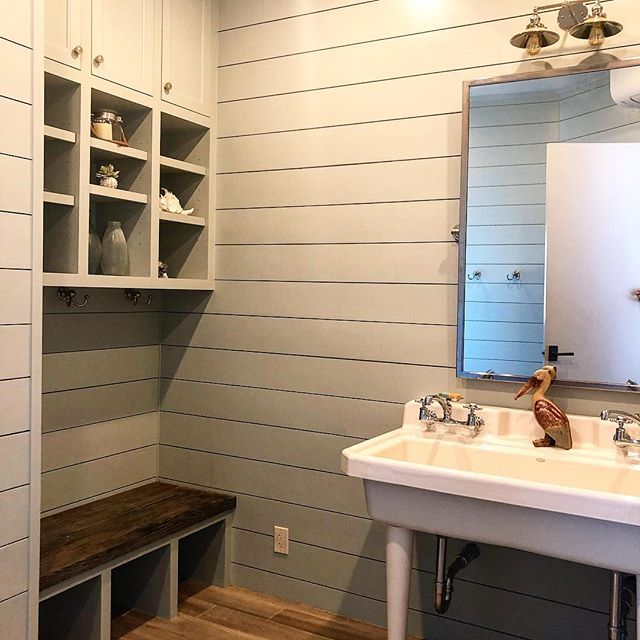 A pool bathroom as part of our Wilmington Court remodel. . . PM: @potts5457  Architect: @paulnbrowarchitect . . . #poolbath #houstonbuilder #remodel #shiplap #apbuilders