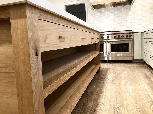 A remodel for a good friend in the Heights. Grain matched white oak island fabricated and installed by @fcwoodworx2011 .  #whiteoakisland #kitchenisland #apbuilders