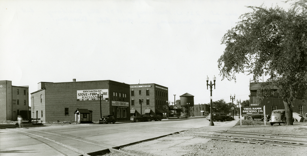 Broadway Looking North ca. 1938 (copyright: The History Center of Olmsted County)