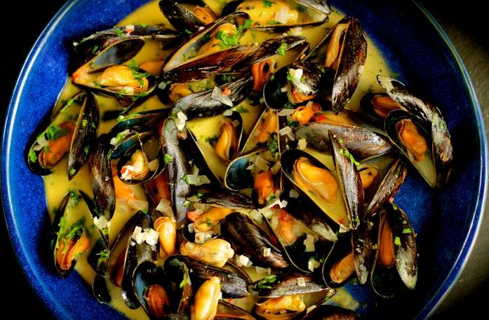 Mussels with white wine and cream