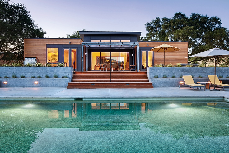 The popular Breezehouse by Blu Homes overlooks a Healdsburg pool | Image courtesy Blu Homes