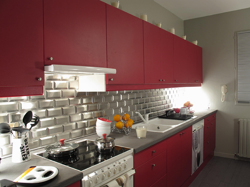 Metro Collection Stainless Steel subway tiles in silver | Photo courtesy Sygma-Group