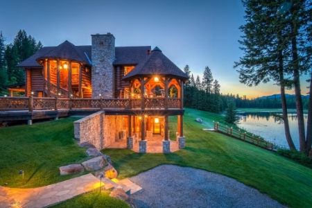 Washington Compound, Pend Orielle WA // © toptenrealestatedeals.com