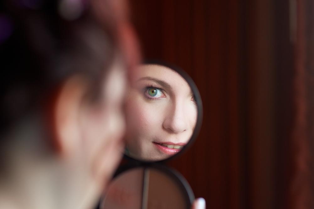 Amanda-mirror-makeup.jpg