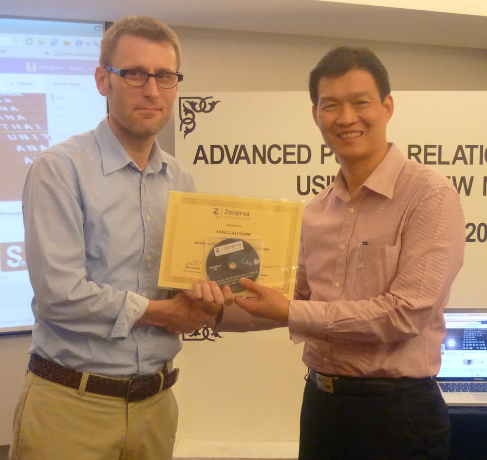 Yang Lai Chow, Deputy Director of Public Relations at Bank Negara Malaysia (Central Bank of Malaysia) receiving his certificate of workshop participation from Julio Romo (Zanerva Partner Consultant) for attending the  Advanced Public Relations & Communication Strategies Using the New Media  in Kuala Lumpur