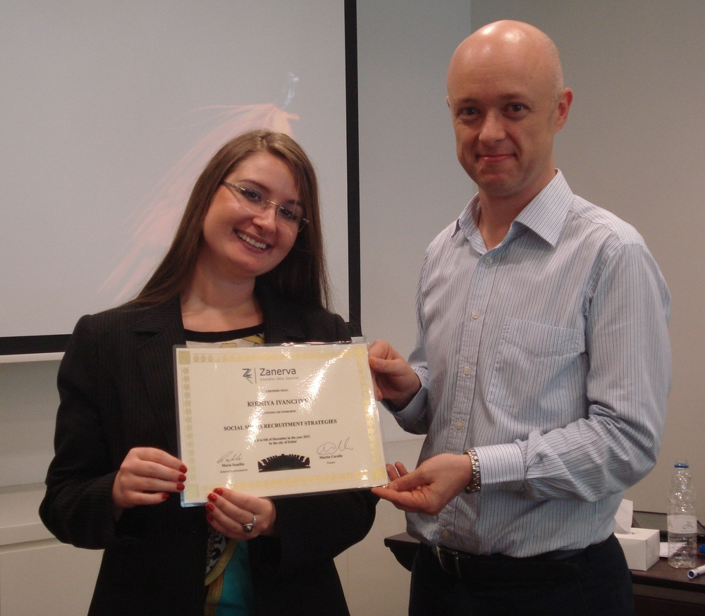 Kseniya Ivanchyk receiving her certificate of workshop participation from Martin Cerullo for attending the Social Media Recruitment in Dubai