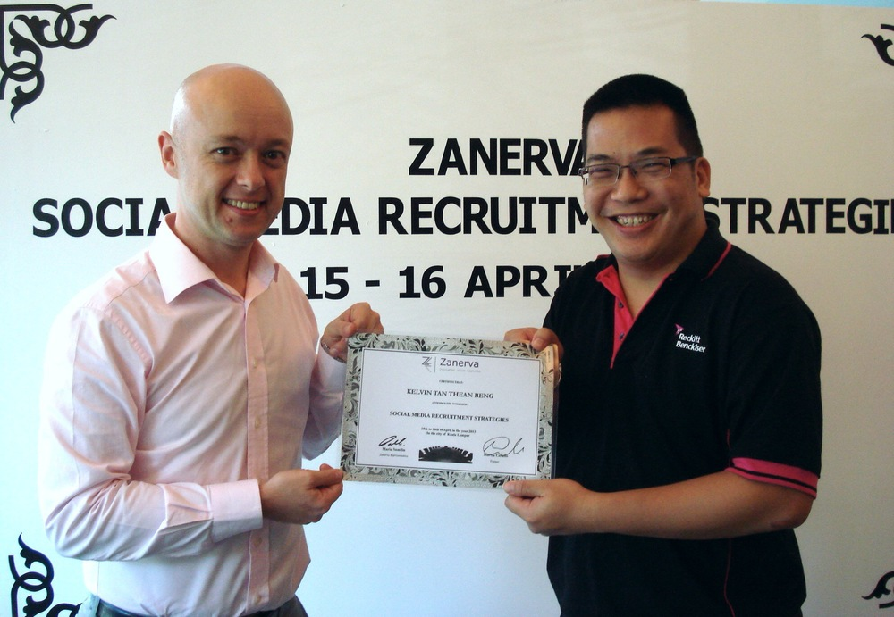 Kelvin Tan Thean Beng, HR Manager at Reckitt Benckiser (Malaysia) Sdn Bhd  receiving his certificate of participation for attending the Social Media Recruitment Strategies Workshop in Kuala Lumpur