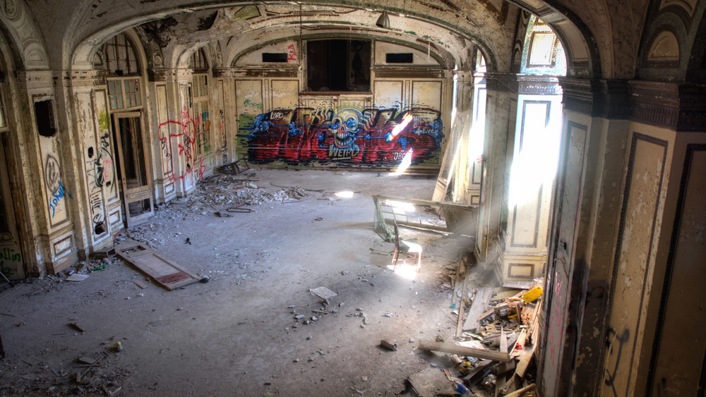 The ground floor of the Lee Plaza Hotel contains this once elegant ballroom which played host to countless social gatherings and endless nights of entertainment. It now plays host to urban explorers and artists armed with spray cans.