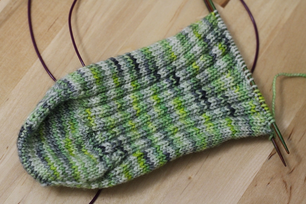 How To Do The Math For Knitting Toe Up Sock Gussets | withwool.com