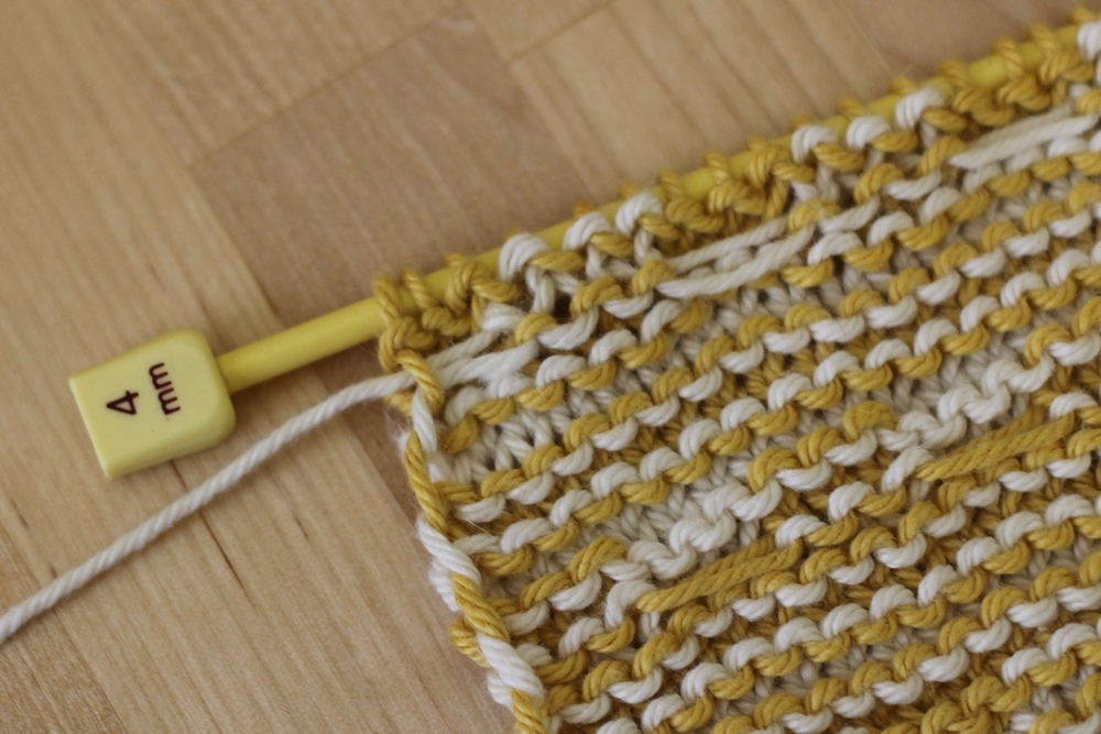 Spend your time knitting, not weaving in ends! Here's the final tutorial celebrating the Mosaic Sisters pattern! Today's tutorial is about how to carry yarns up the side of your work when you're knitting stripes. Doesn't matter if the stripes are narrow, wide, or take up less than a row.