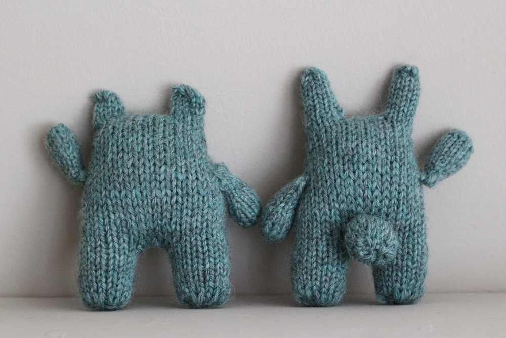 Beatrice and Bernard are an inseparable pair that make for quick knit gifts! Cute too. :) | Two Bears And A Bunny - withwool.com