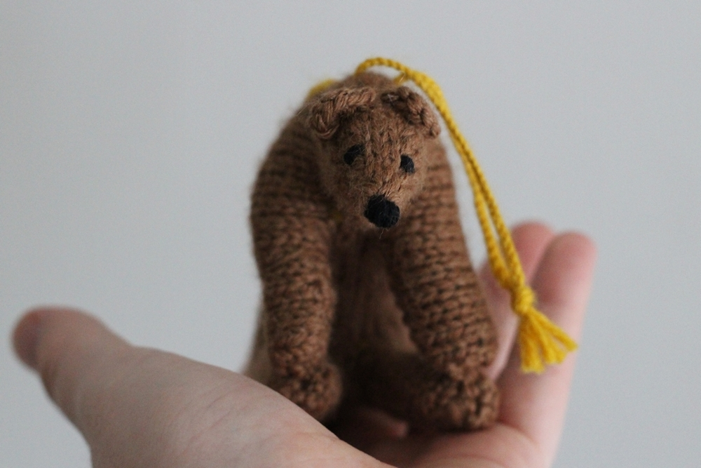One adorably Christmas ornament coming up!| Two Bears And A Bunny - withwool.com