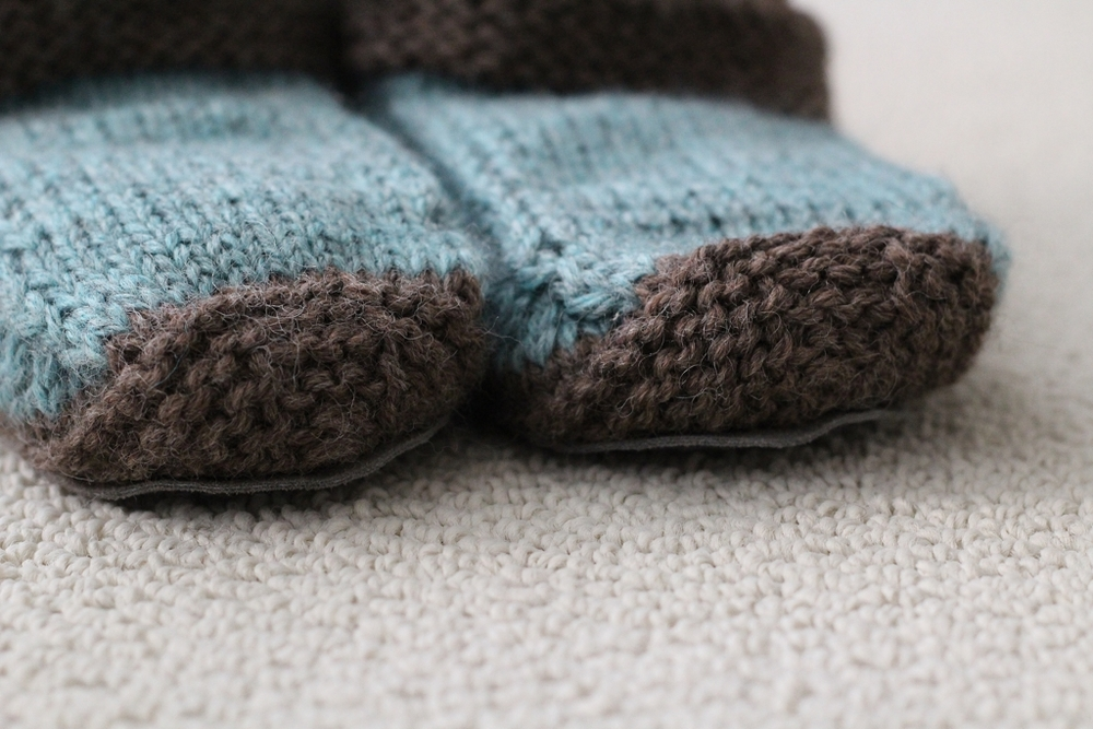 Who knew slippers were so quick and fun to make? I made this pair as a Christmas gift, and now I want to make a pair for me. | FO: Non-Felted Slippers and Practical Washcloths - withwool.com