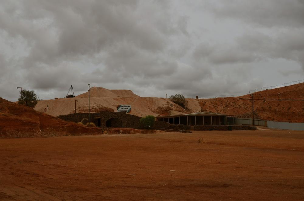 Umoona Opal Mine and Dug-Out Motel.