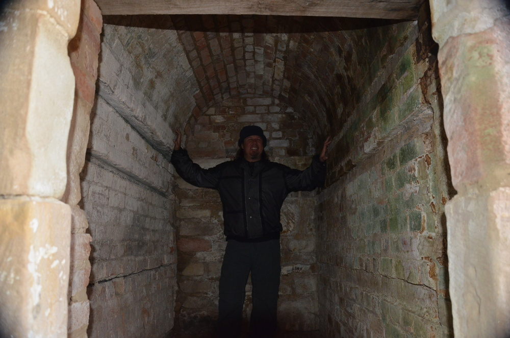 Kev in one of the convict cells at the Coal Mines .