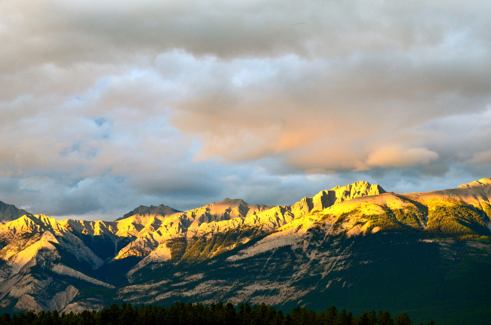 The light over the mountains was captivating.