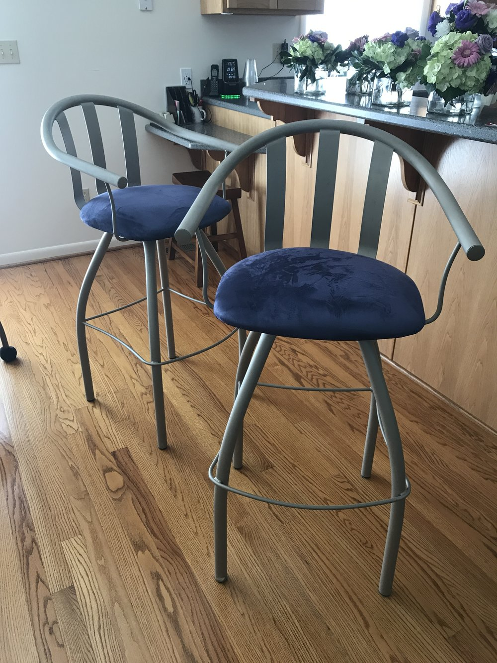 Contemporary Gallery Bars Stools