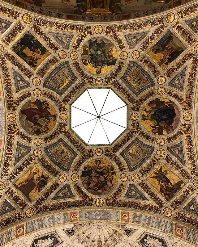 #stunning ceiling.