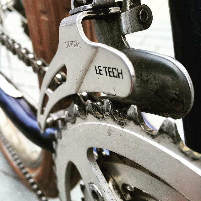 Riding le pinnacle of bike le tech.  Experience le difference of our sweet vintage #mtb fleet