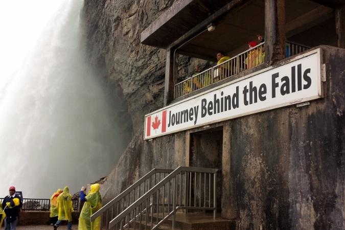 journey-behind-the-falls-niagara-008.jpg
