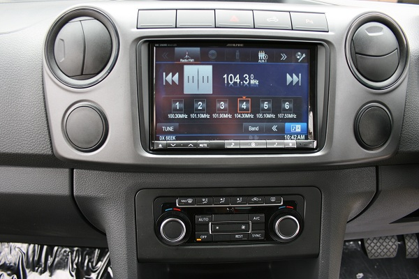 Simplicity of design makes the audio controls straight forward less distracting to the driver.