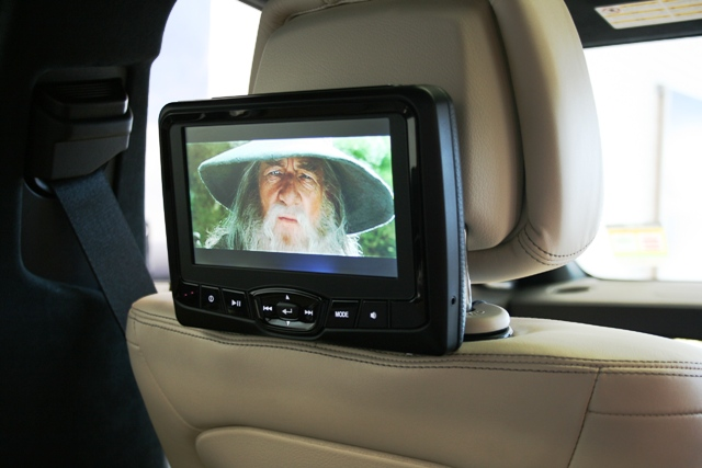The ability to view either screen's movie from both screens gives versatility to the passengers.