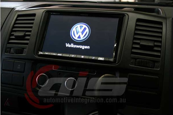The start screen displays the VW logo as if factory fitted.