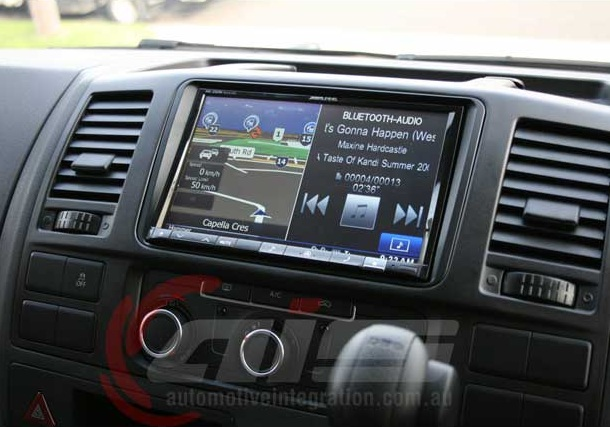 Split screen technology means no more flipping back and forwards between audio and navigation screen.