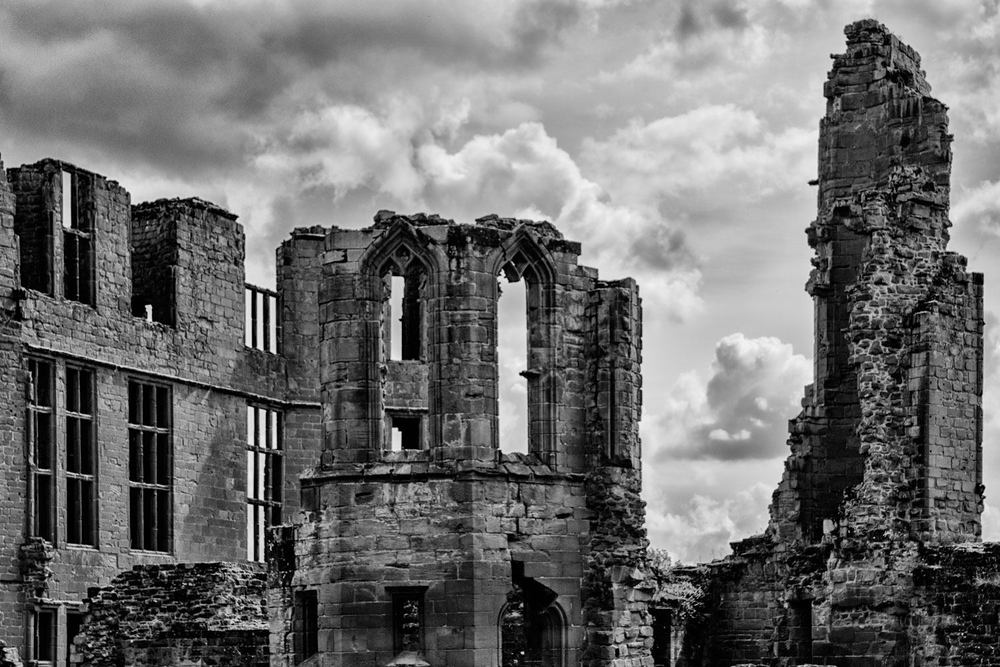 Kenilworth Ruins - Black and White