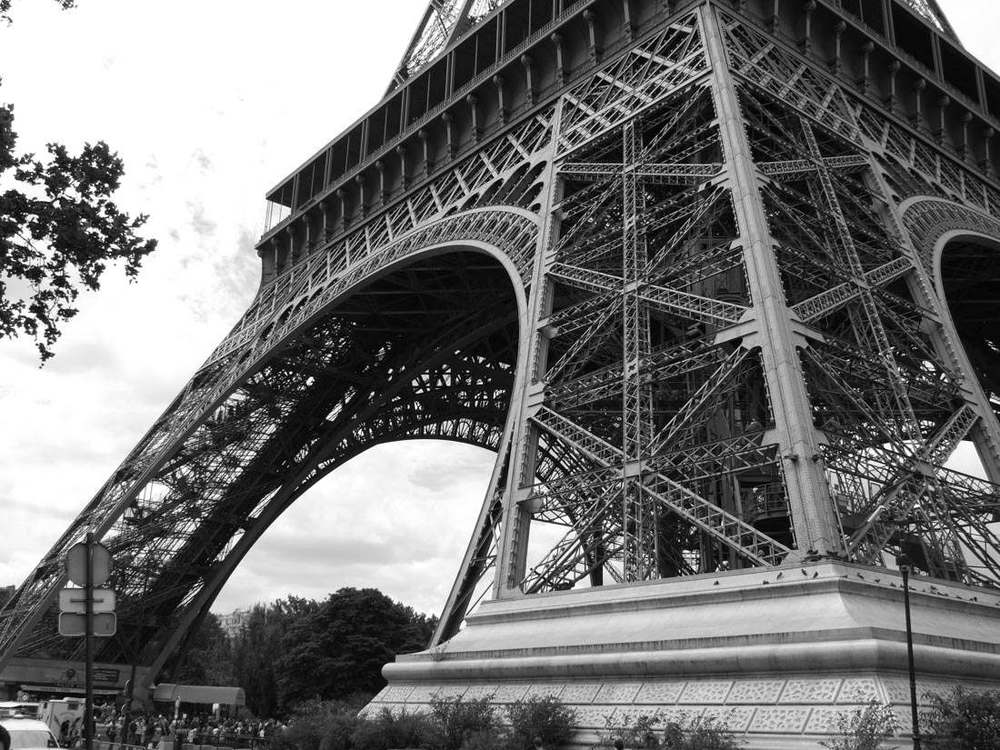One of my early Paris pictures - Didn't know what a histogram was then and I would compose the shot differently if I took it again now