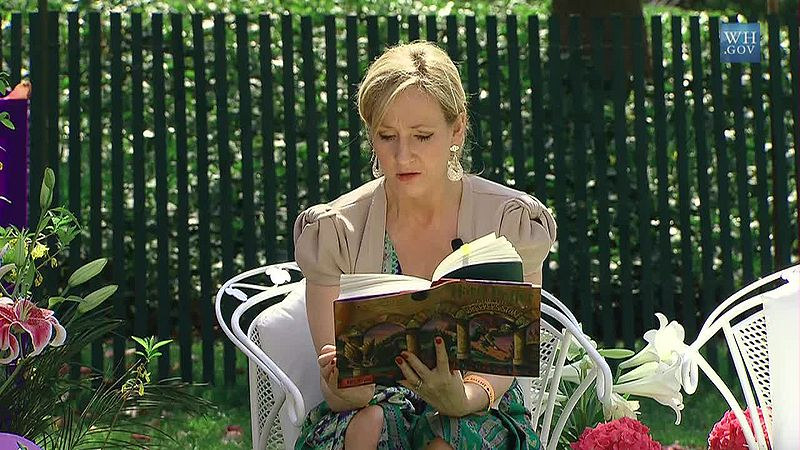 800px-J._K._Rowling_at_the_White_House_2010-04-05_9.jpg