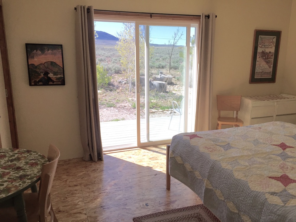 Clean, quiet bungalow with a queen-sized bed and a great view of Great Basin National Park