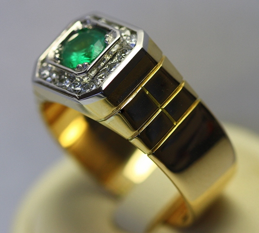 Emerald_Platinum_Gold_Mens_ring_2.jpg