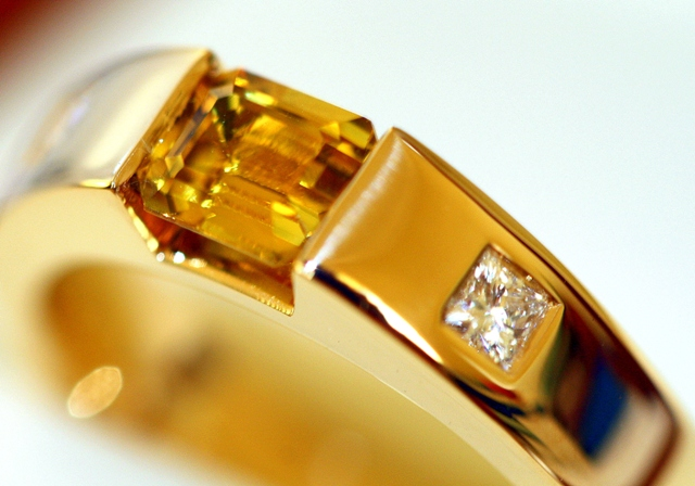 Yellow_sapphire_Princess_diamond_ring.jpg