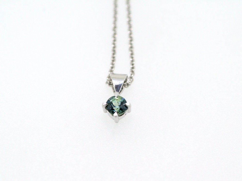 Australian Sapphire and 9ct White Gold Pendant (5).JPG