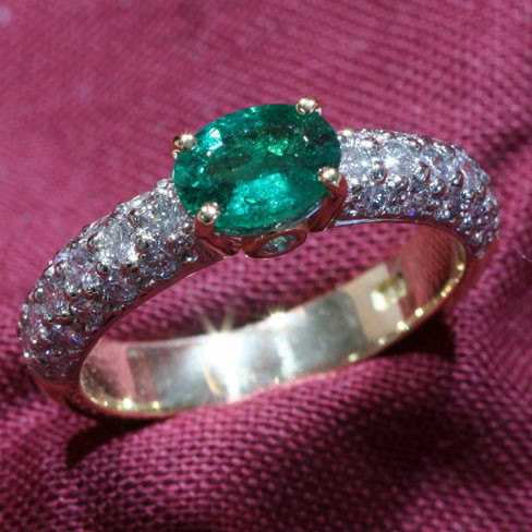 Natural_Emerald_Diamond_Ring1.jpg
