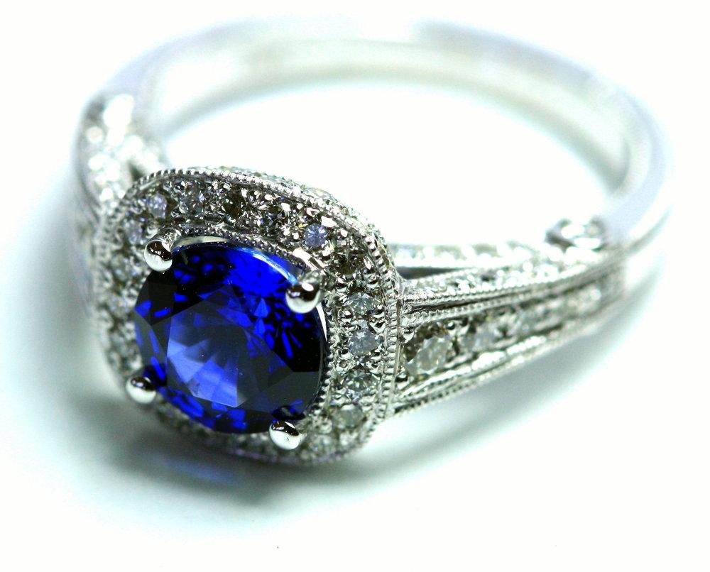 Sapphire_Art_Deco_ring.jpg