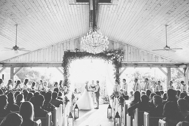 Cheers to perfect weather + open barn venues amiright?? Photo// @highfiveforlove  Venue// @mintspringsfarm  #wedding #nashville #weddingvibes #southernwedding #needleandthreadisfun #thatsdarling #rusticwedding #weddingvideography #videography #weddingfilm #weddingvideo